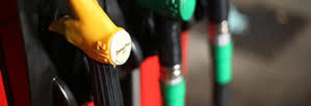 Le prix du petrole baisse mais le prix de l'essence monte toujours  Pourquoi ?