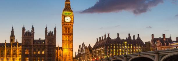 Londres: Une voiture fonce sur les barrières du palais de Westminster Plusieurs blessés